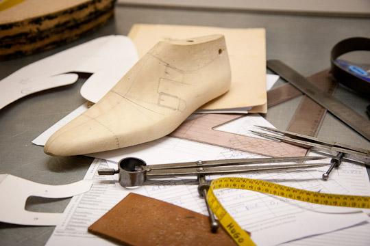 1261914 un prototype du soulier est realise en 11 heures - Comment fabriquer une paire de chaussures