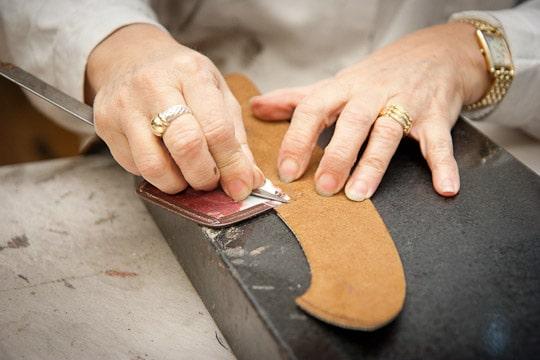 1262038 un savoir faire presque inchange depuis plus de 150 ans - Comment fabriquer une paire de chaussures