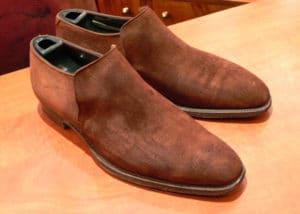 chaussures en suede mouillées 300x214 - Cuir suédé : définition, entretien, avantages et inconvéniants