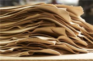 cuir tannage vegetal vuitton 300x199 - Fabrication du cuir : bonnes pratiques et choses à éviter