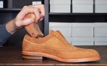 etape 1 nubuck - Entretien des chaussures en cuir : 10 erreurs à éviter