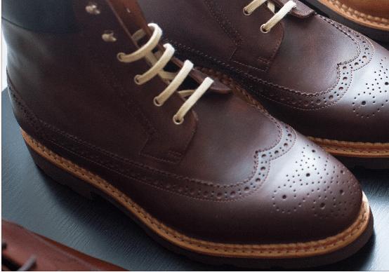 montages des chaussures talon baraquette