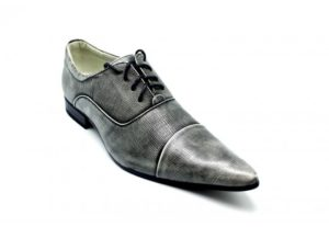 chaussures a lacets 300x207 - Les belles chaussures: approche économique