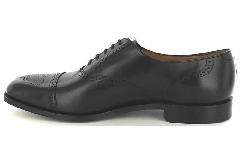 chaussures cuir noir aspect cheap - Chaussures en cuir noir: indispensables ou à éviter ?