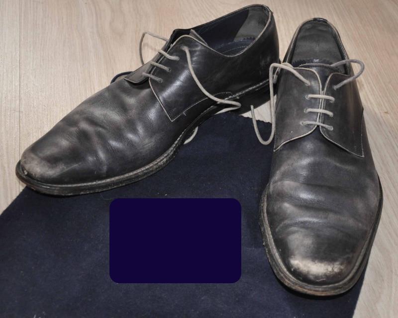 chaussures cuir noir mal cirées - Chaussures en cuir noir: indispensables ou à éviter ?