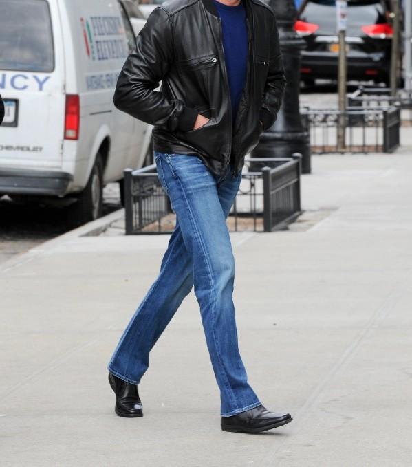 jean bleu bottines noires homme