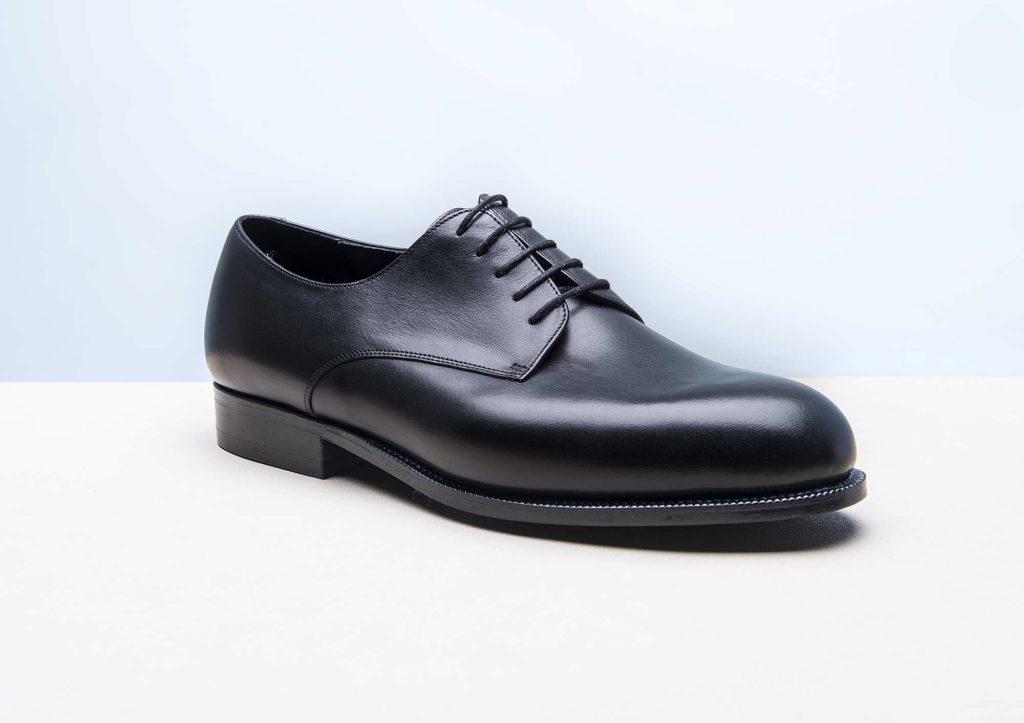 derby plain toe noir 1024x723 - Chaussures en cuir noir: indispensables ou à éviter ?