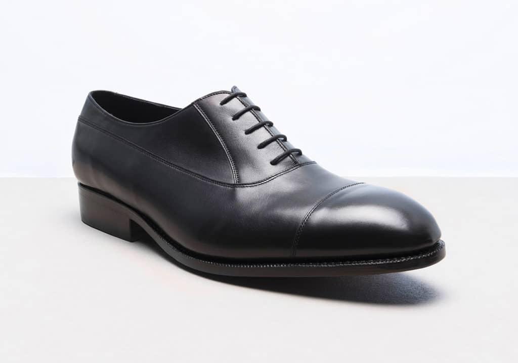 richelieu balmoral noir 1024x717 - Chaussures en cuir noir: indispensables ou à éviter ?