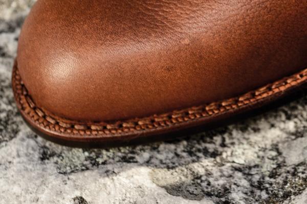 Couture petits points finition roulette de nos nouvelles City boots - Photo: Karim Louiba
