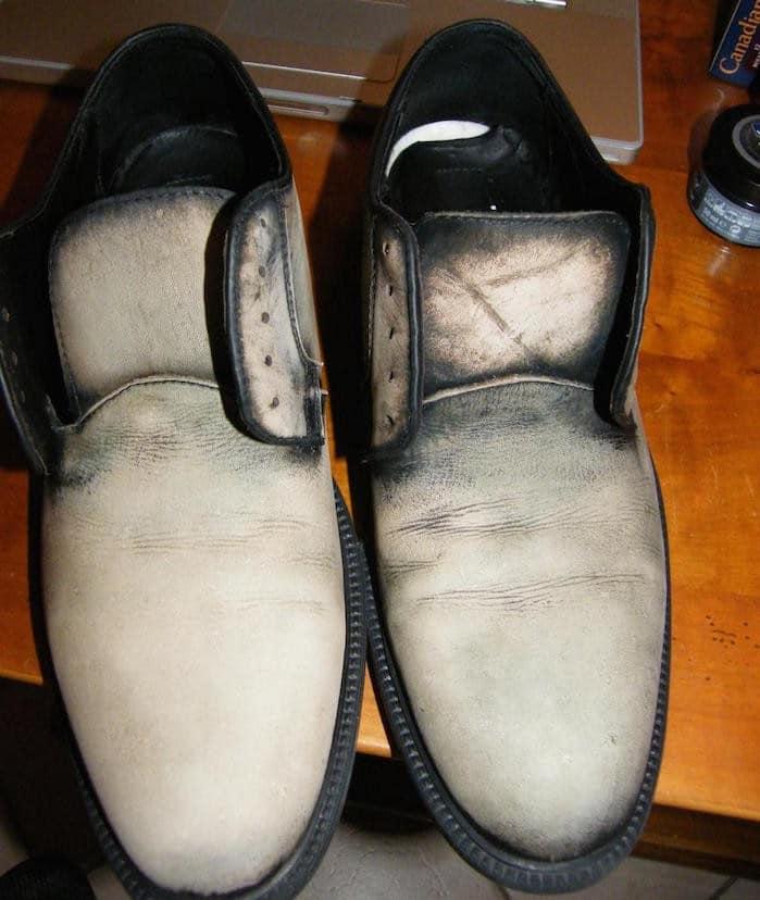 Patine sur chaussures en cuir décapage à la javel