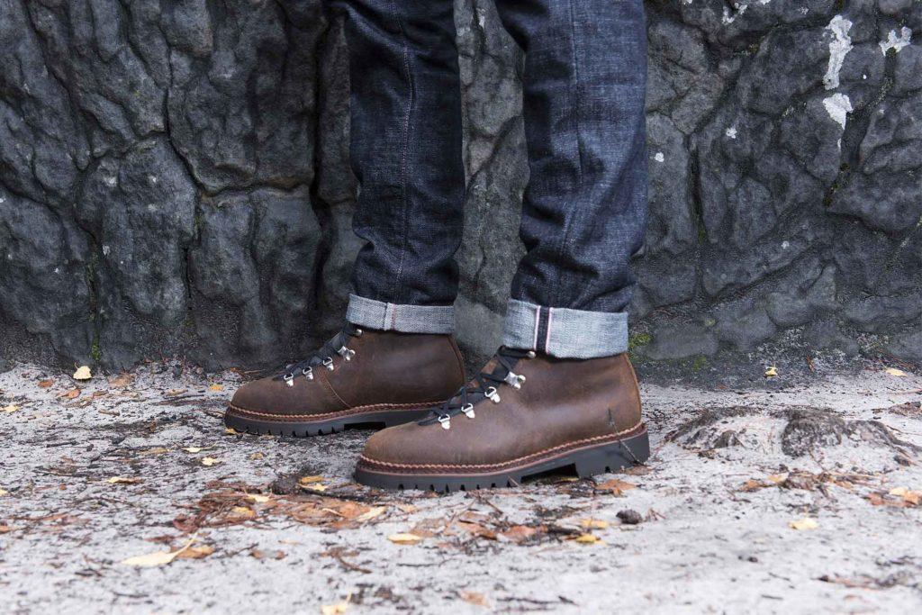 mountain boots 1024x683 - Imperméabilisant chaussure : un produit PAS indispensable