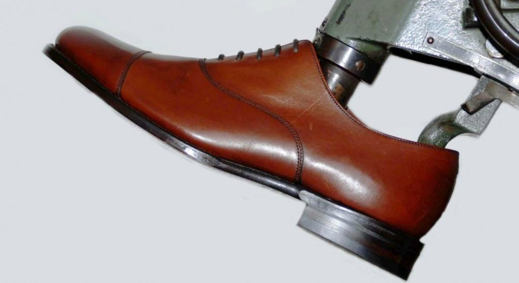 how to stretch your shoes  1024x559 - Merci !