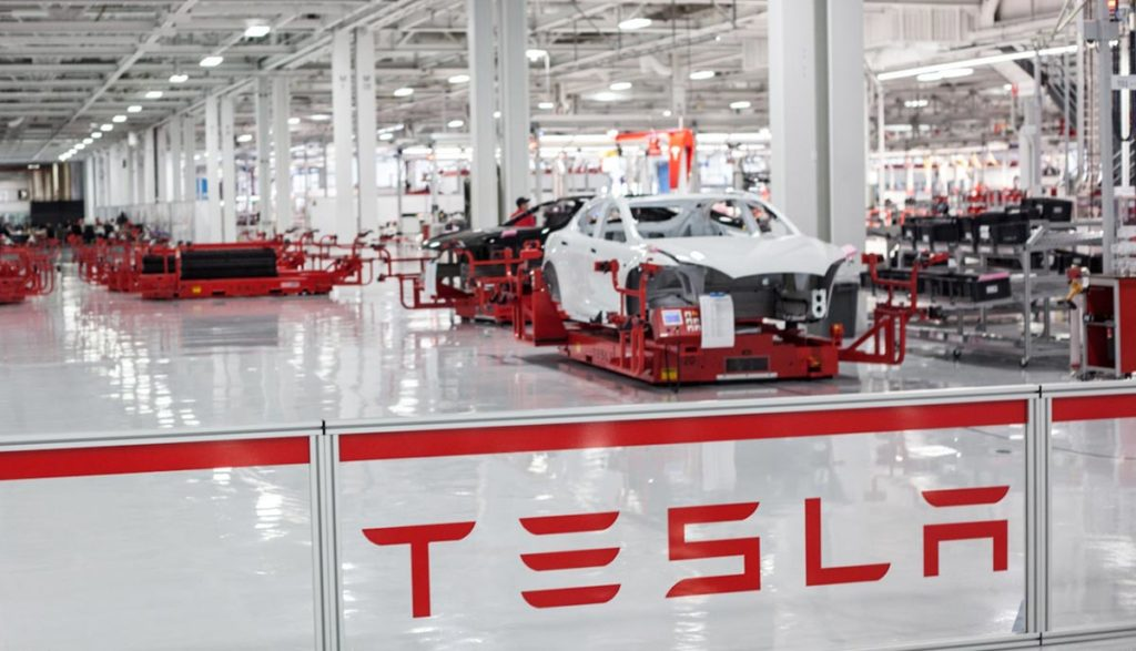 usine tesla 1024x587 - Chaussures faites main : le grand mensonge marketing
