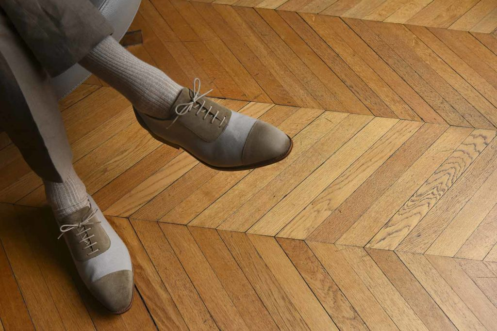 adelaide tissu taupe 1 1024x683 - Adélaïde, Derby et Loafer bimatières cuir et toile