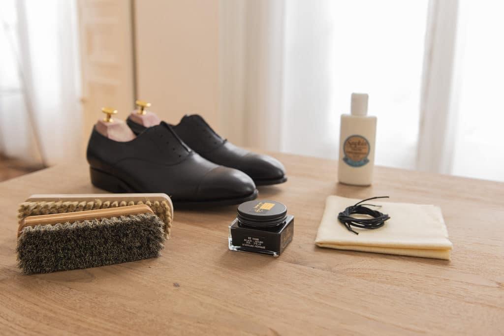 Entretien d'une paire de chaussures pour homme